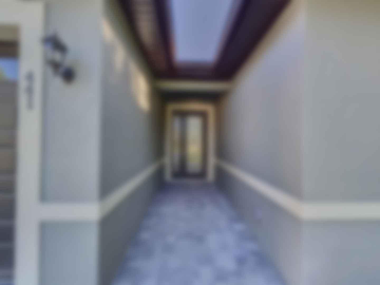 loading blurry tour image